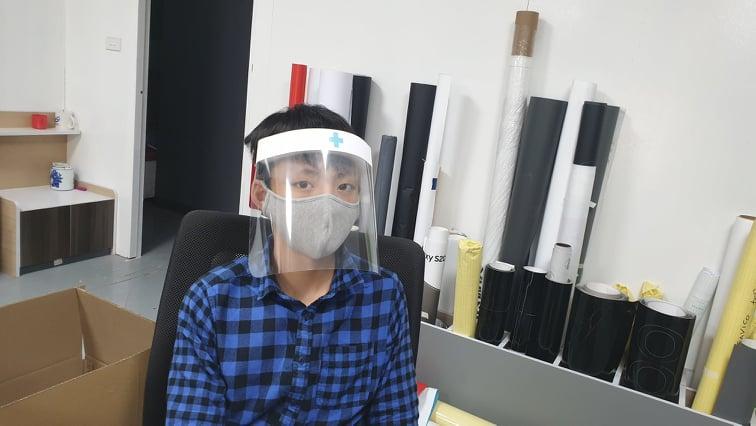 """""""Tớ đã chế mặt nạ chống giọt bắn tặng các bác sĩ như thế nào?"""""""