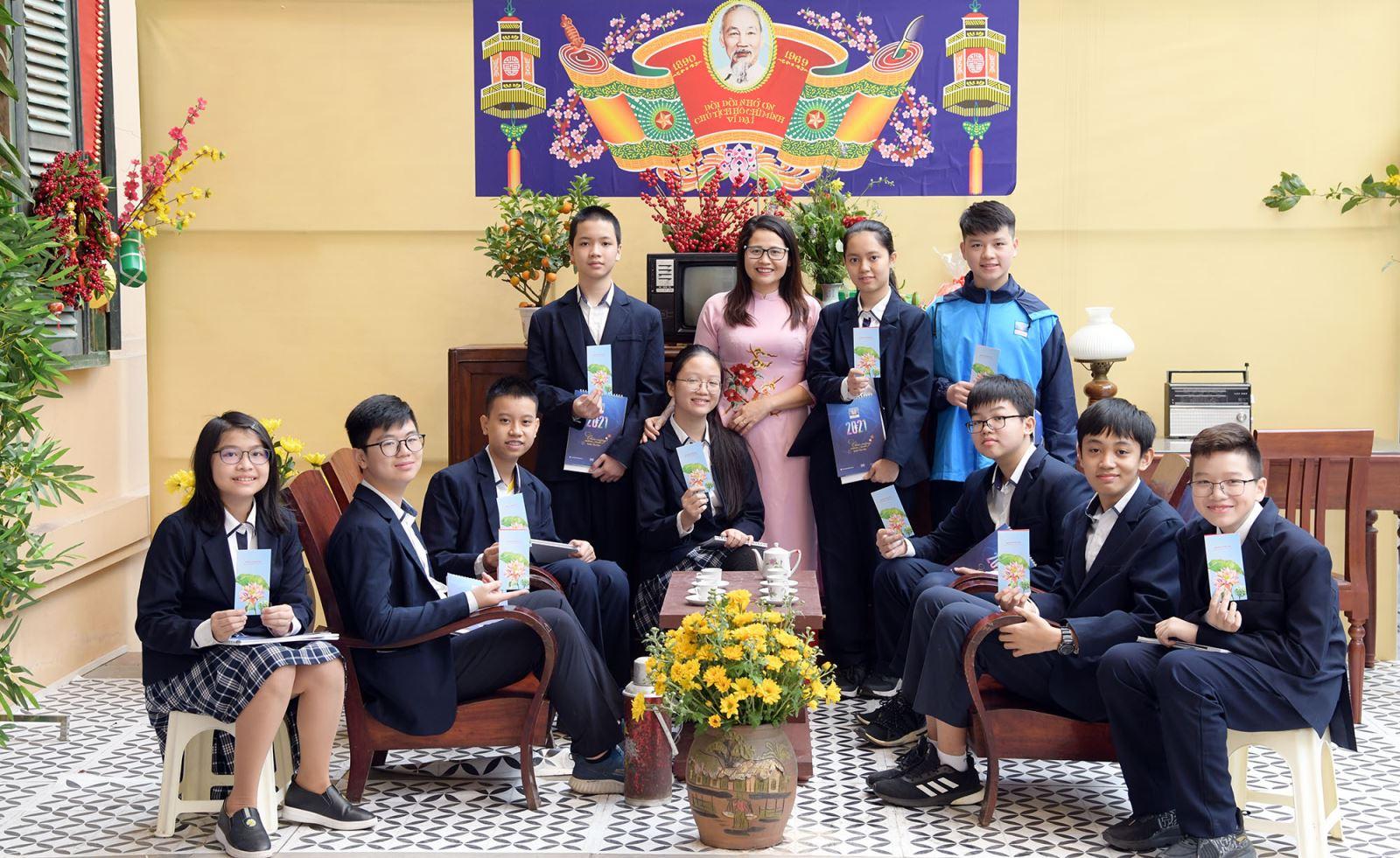 Động viên, khen thưởng học sinh tiêu biểu đầu năm Tân Sửu