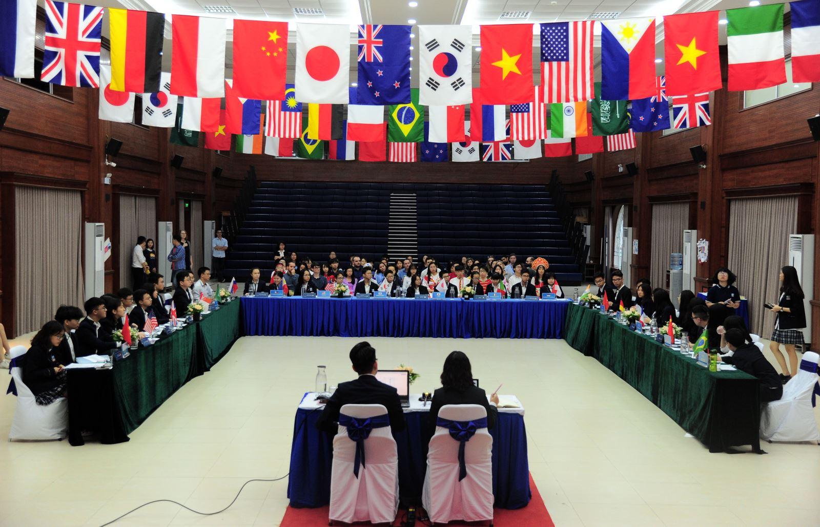 """""""Tâm thư"""" của Chairwoman Hội đồng mô phỏng Liên Hợp Quốc"""