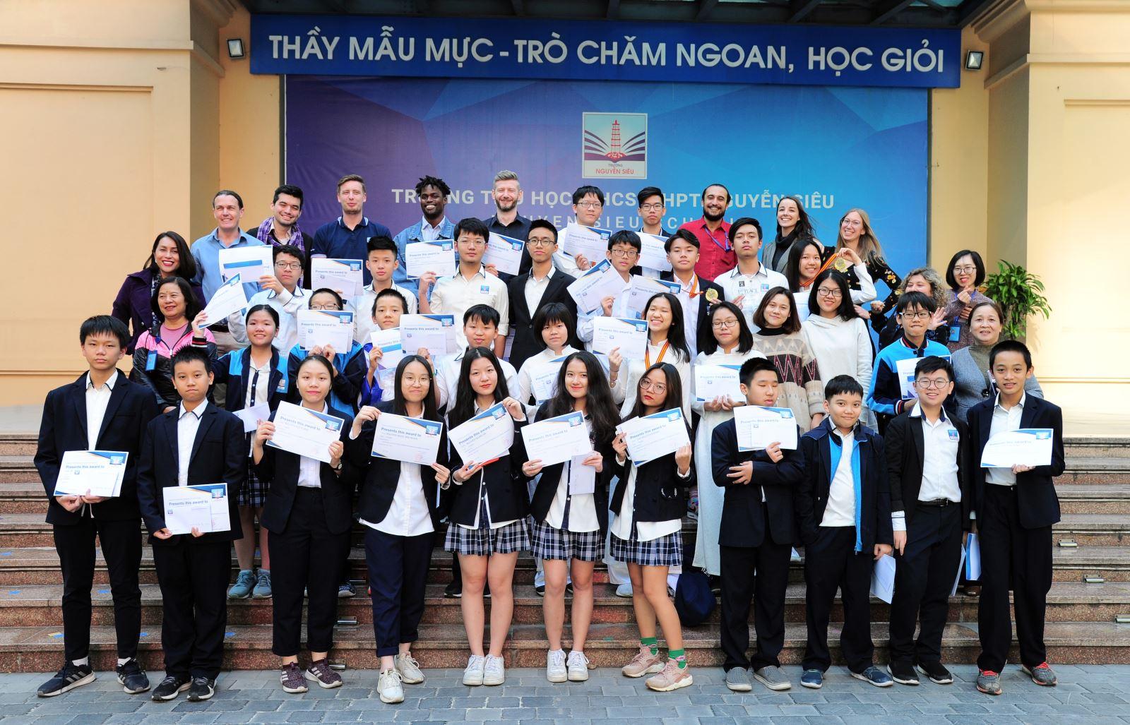 """Vinh danh """"đội tuyển"""" vô địch Hanoi Maths Olympiad 2019"""