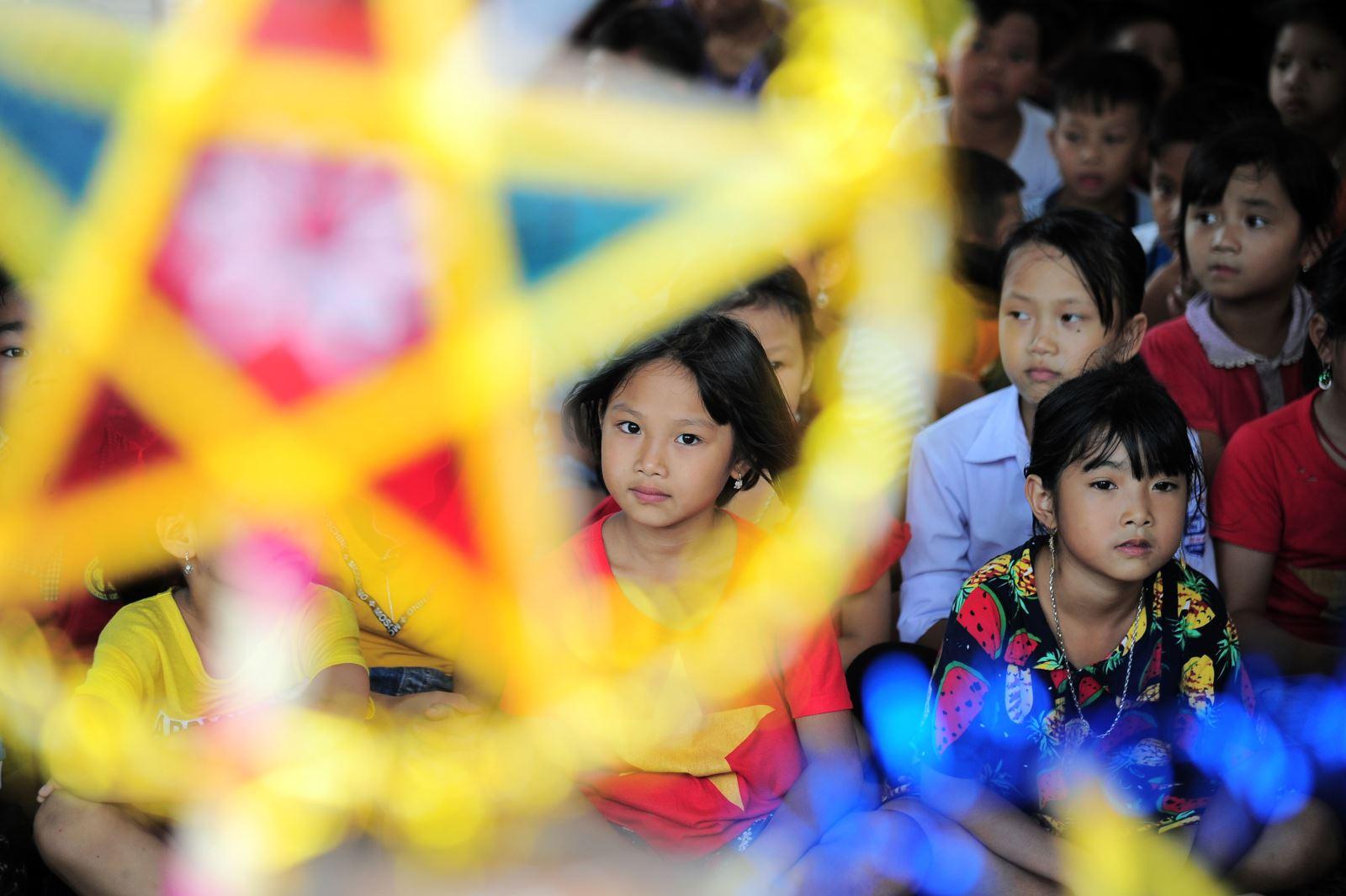 Trung thu vui cùng trẻ em nghèo